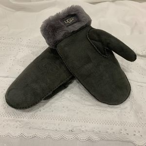 UGG Accessories - Ladies UGG Sheepskin Mittens